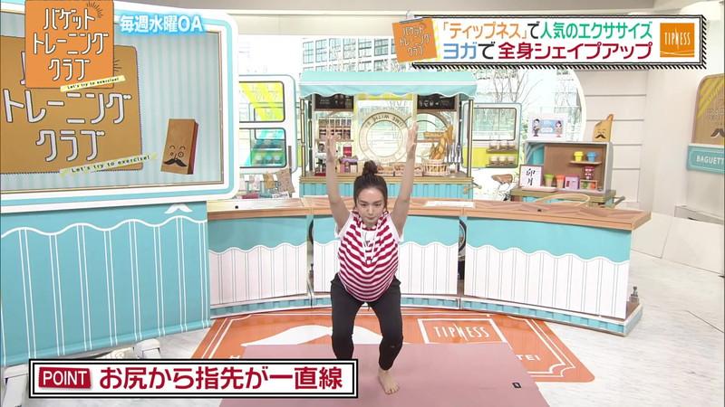 【女子アナキャプ画像】ストレッチでピタパン尻を見せてる後藤晴菜さんw 63