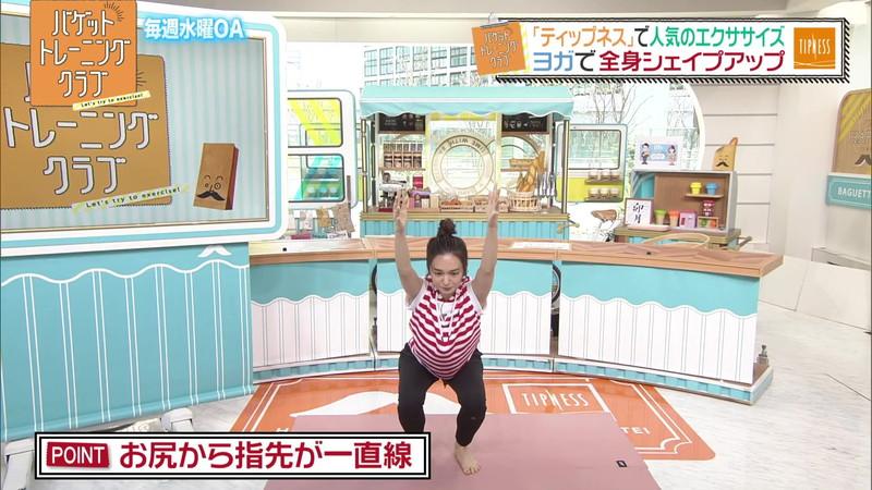 【女子アナキャプ画像】ストレッチでピタパン尻を見せてる後藤晴菜さんw 64