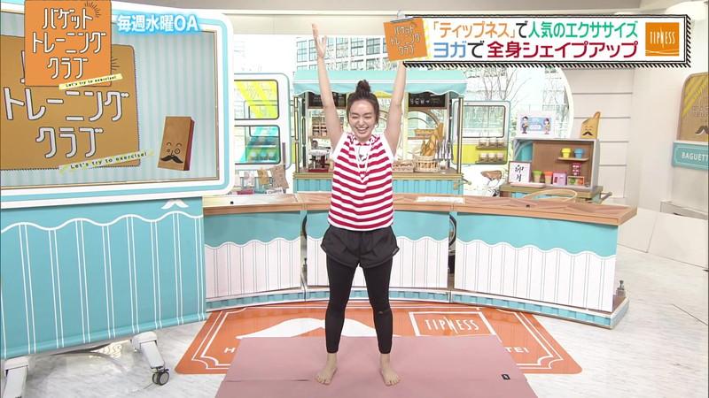 【女子アナキャプ画像】ストレッチでピタパン尻を見せてる後藤晴菜さんw 65