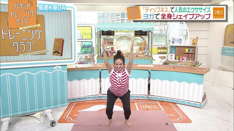 【女子アナキャプ画像】ストレッチでピタパン尻を見せてる後藤晴菜さんw 66