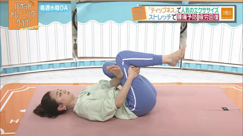 【女子アナキャプ画像】ストレッチでピタパン尻を見せてる後藤晴菜さんw 80