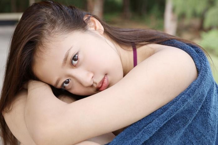 【小田さくらグラビア画像】現役モー娘。アイドルのカラフルなビキニ水着姿 58