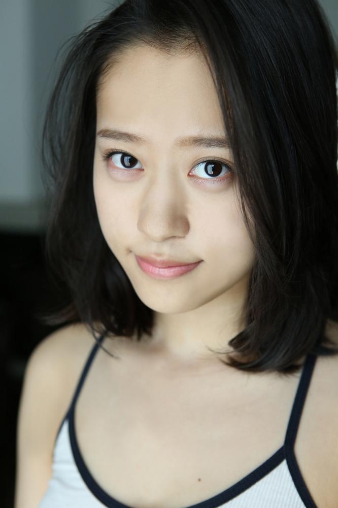 【小田さくらグラビア画像】現役モー娘。アイドルのカラフルなビキニ水着姿 60