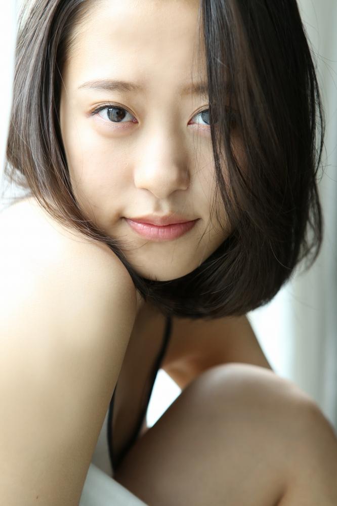 【小田さくらグラビア画像】現役モー娘。アイドルのカラフルなビキニ水着姿 66