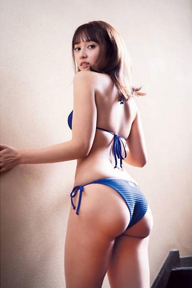 【小宮有紗グラビア画像】美脚で蹴られたい?スタイル抜群な水着姿がエロい戦隊ヒロイン 04
