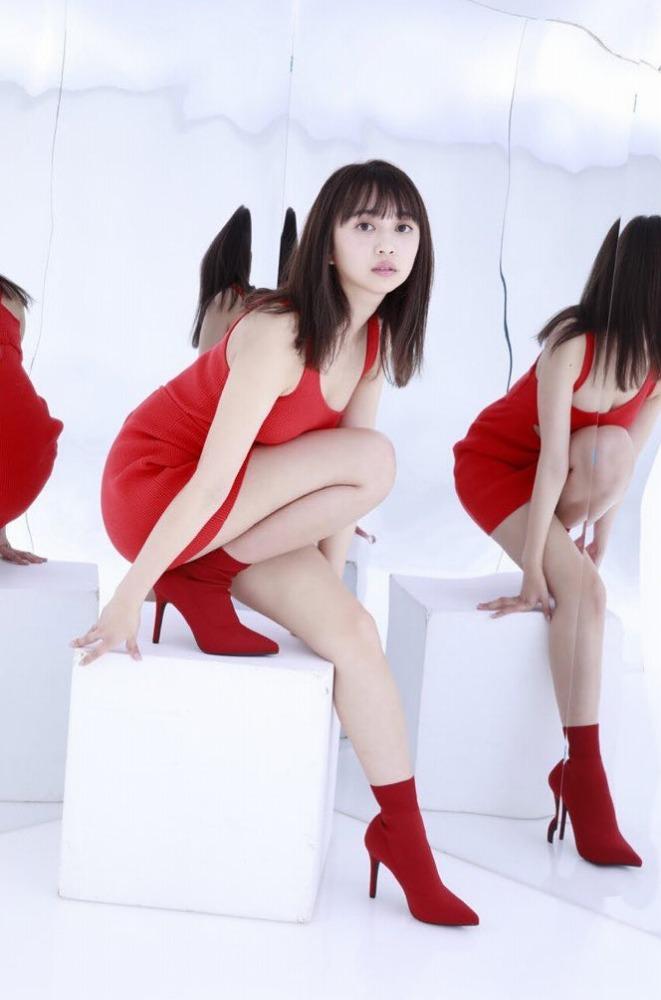 【小宮有紗グラビア画像】美脚で蹴られたい?スタイル抜群な水着姿がエロい戦隊ヒロイン 10