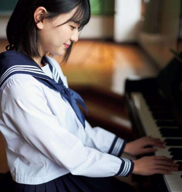【やまだみなみエロ画像】笑顔が可愛い美少女アイドルのエッチな写真 16