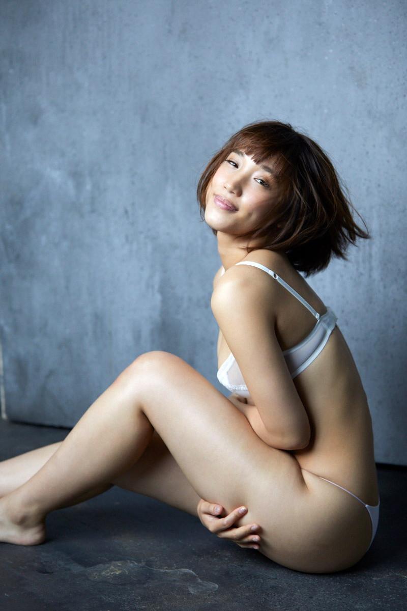 【岡田サリオグラビア画像】軟体ボディを活かした開脚とお尻がエロい! 31