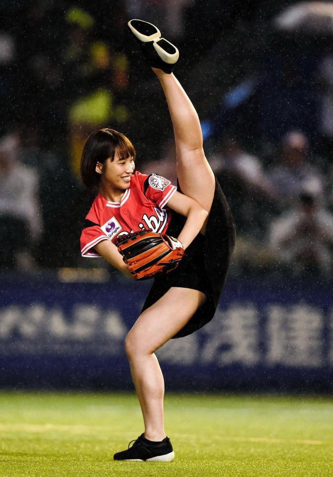 【岡田サリオグラビア画像】軟体ボディを活かした開脚とお尻がエロい! 80