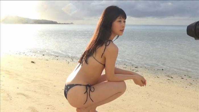 【染野有来エロ画像】コンテストグランプリ美少女のビキニ谷間! 03