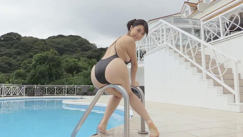 【鈴木ふみ奈キャプ画像】高身長Iカップ爆乳ボディが見応えバツグン! 49