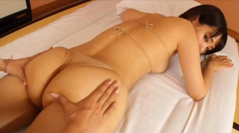 【朝比奈裕未エロ画像】現役アラサータレントの美尻がエッチなビキニ姿 31