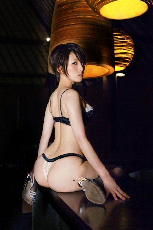 【朝比奈裕未エロ画像】現役アラサータレントの美尻がエッチなビキニ姿 50