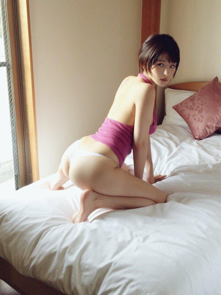 【朝比奈裕未エロ画像】現役アラサータレントの美尻がエッチなビキニ姿 57