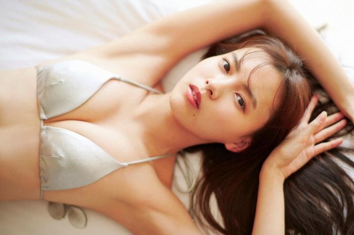 【新條由芽グラビア画像】新グラビアクイーン美少女のエッチな谷間や素肌