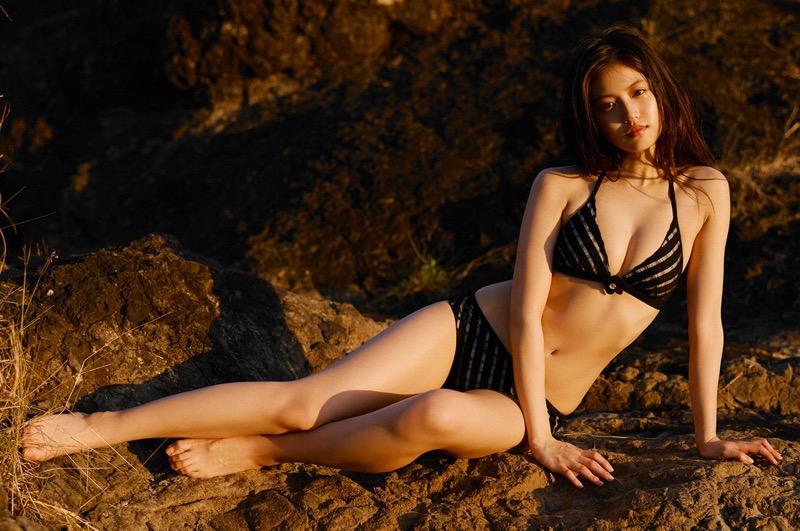 【今田美桜グラビア画像】「世界で最も美しい顔100人」にノミネートされた美人女優 35