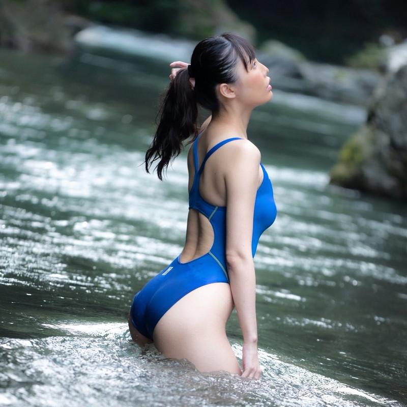 【稲森美優エロ画像】競泳水着のお姉さんが魅せるハイレグ美ボディ 19