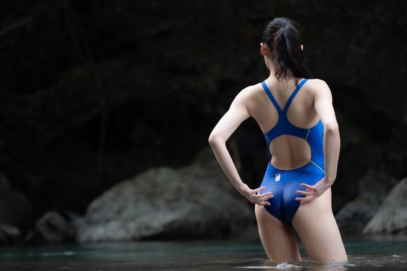 【稲森美優エロ画像】競泳水着のお姉さんが魅せるハイレグ美ボディ 20