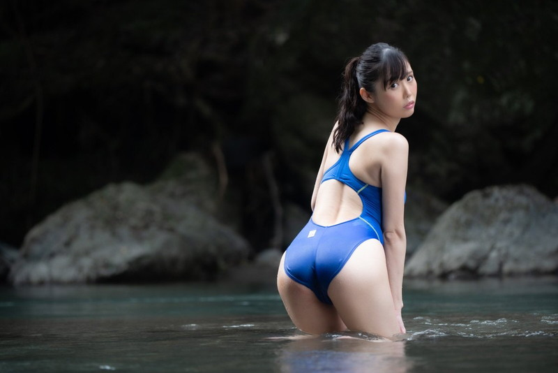 【稲森美優エロ画像】競泳水着のお姉さんが魅せるハイレグ美ボディ 22