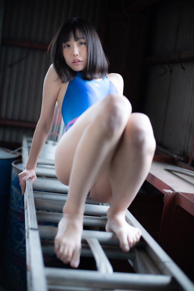 【稲森美優エロ画像】競泳水着のお姉さんが魅せるハイレグ美ボディ 55