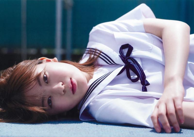 【岩本蓮加グラビア画像】透き通るような美肌が綺麗な乃木坂46アイドル