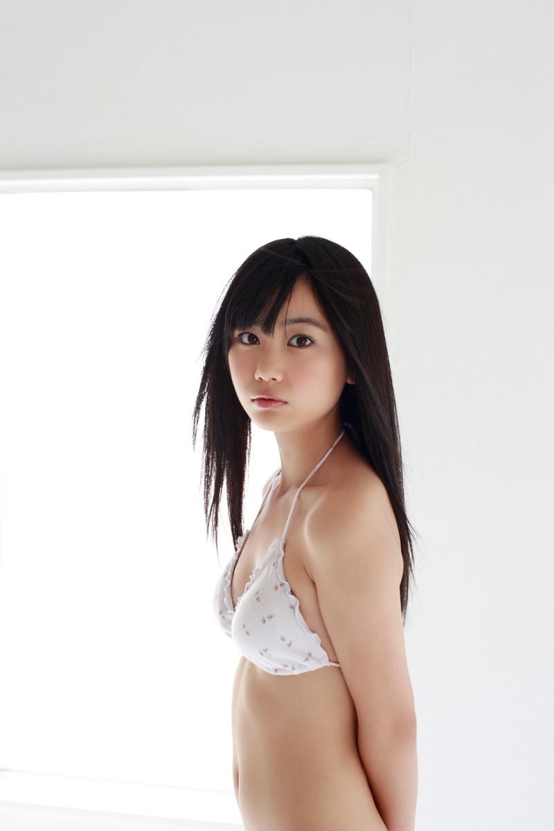 【伊藤優衣グラビア画像】スレンダーボディに真っ赤なビキニがエロい! 83