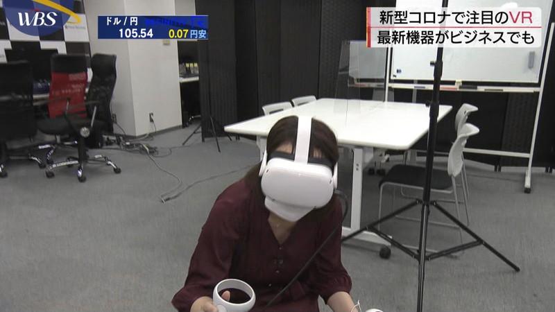 【女子アナキャプ画像】おっぱいを机に乗せたり谷間が見えちゃってるw 45