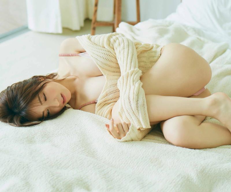 【伊藤愛真グラビア画像】東京ドームの可愛すぎる売り子が谷間見せまくり