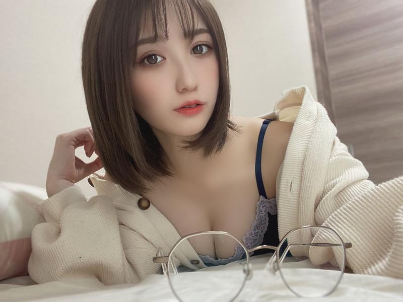 【伊藤愛真グラビア画像】東京ドームの可愛すぎる売り子が谷間見せまくり 06