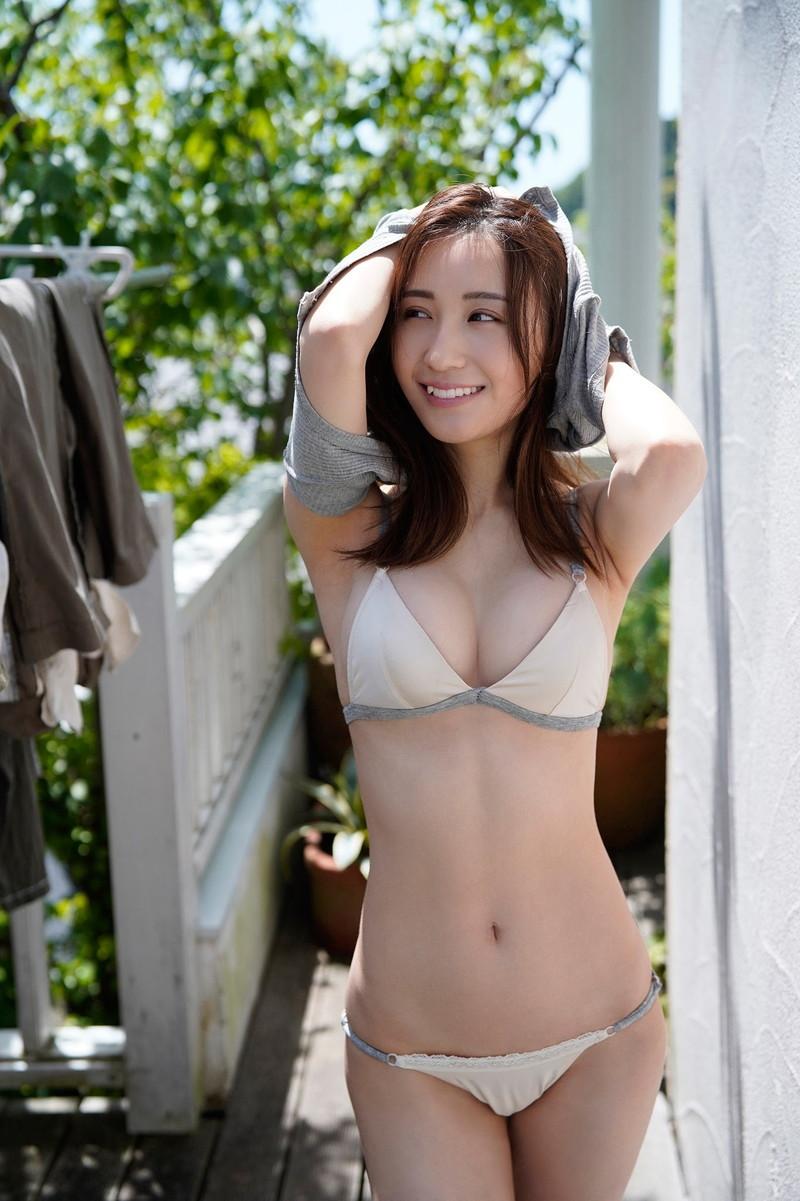 【伊藤愛真グラビア画像】東京ドームの可愛すぎる売り子が谷間見せまくり 30