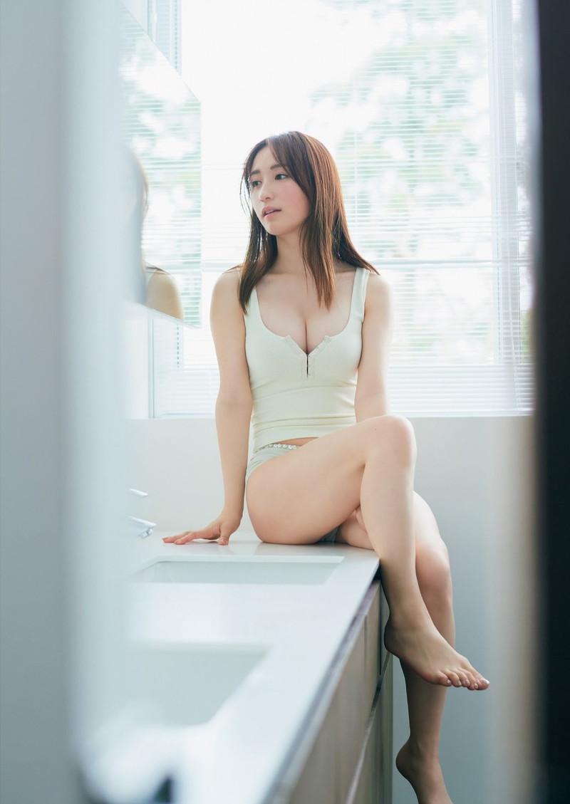 【伊藤愛真グラビア画像】東京ドームの可愛すぎる売り子が谷間見せまくり 50