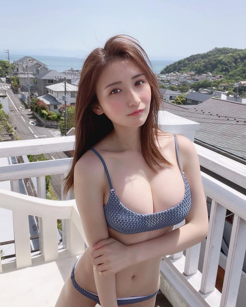 【伊藤愛真グラビア画像】東京ドームの可愛すぎる売り子が谷間見せまくり 54