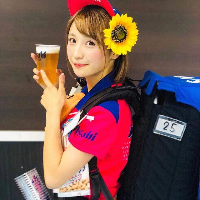 【伊藤愛真グラビア画像】東京ドームの可愛すぎる売り子が谷間見せまくり 78