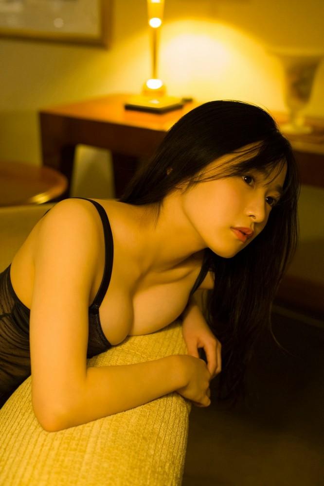 【早川渚紗グラビア画像】スリーサイズ以上におっぱいが大きく見える! 27