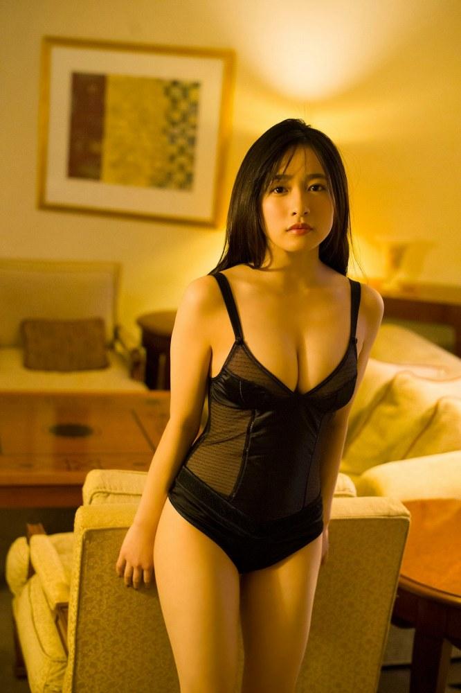 【早川渚紗グラビア画像】スリーサイズ以上におっぱいが大きく見える! 28
