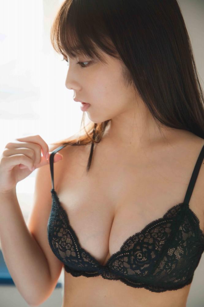 【与田祐希グラビア画像】モデルもやってる美人アイドルのビキニと下着姿 04