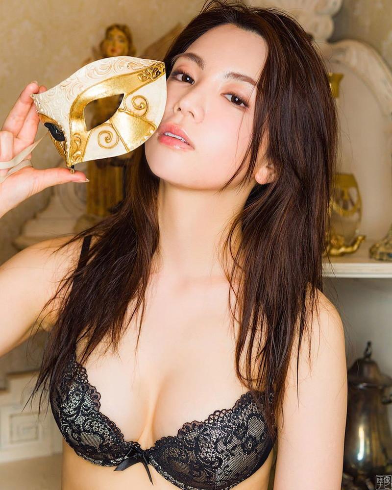 【仲村美海エロ画像】色気ムンムンな愛人系Eカップアラサーグラドル 44