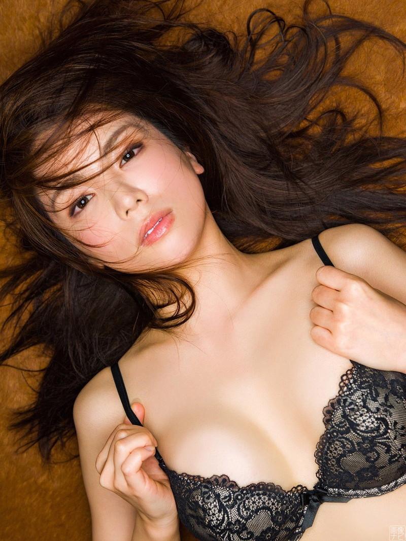 【仲村美海エロ画像】色気ムンムンな愛人系Eカップアラサーグラドル 49
