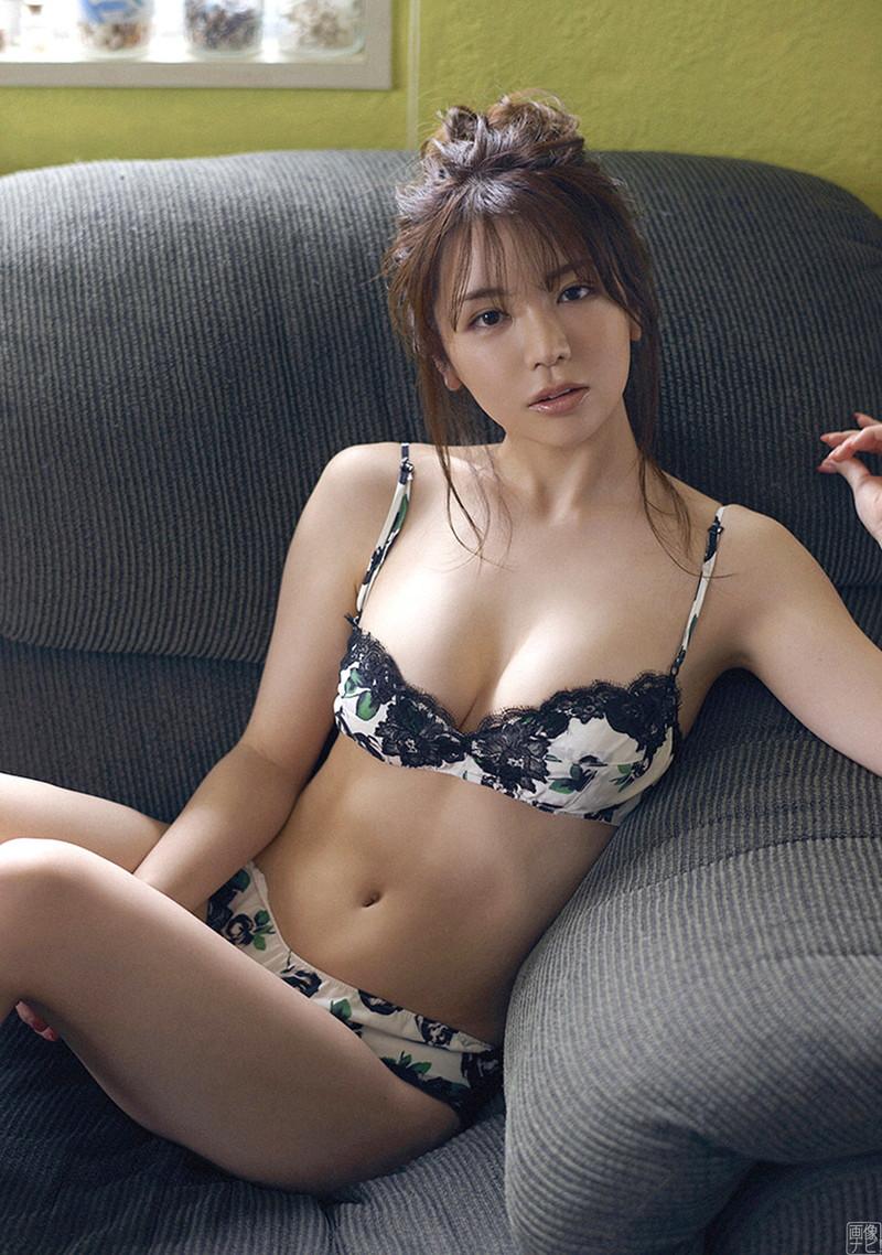 【仲村美海エロ画像】色気ムンムンな愛人系Eカップアラサーグラドル 51