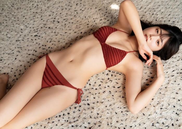 【吉田莉桜グラビア画像】専属モデルの可愛くてちょいエロなビキニ姿