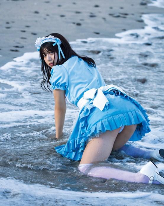 【吉田莉桜グラビア画像】専属モデルの可愛くてちょいエロなビキニ姿 04