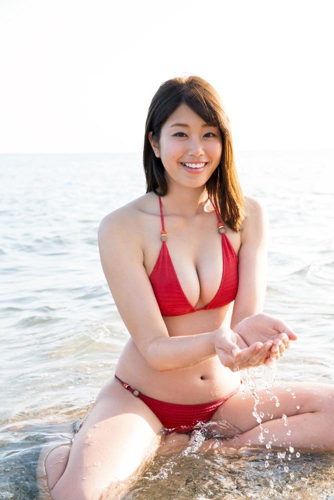 【赤水着を着た美女画像】新年からおめでたい感じの赤水着を着た美女エロ画像 09