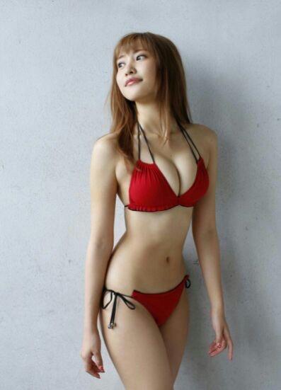 【赤水着を着た美女画像】新年からおめでたい感じの赤水着を着た美女エロ画像 19