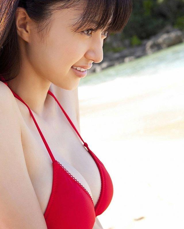 【赤水着を着た美女画像】新年からおめでたい感じの赤水着を着た美女エロ画像 24