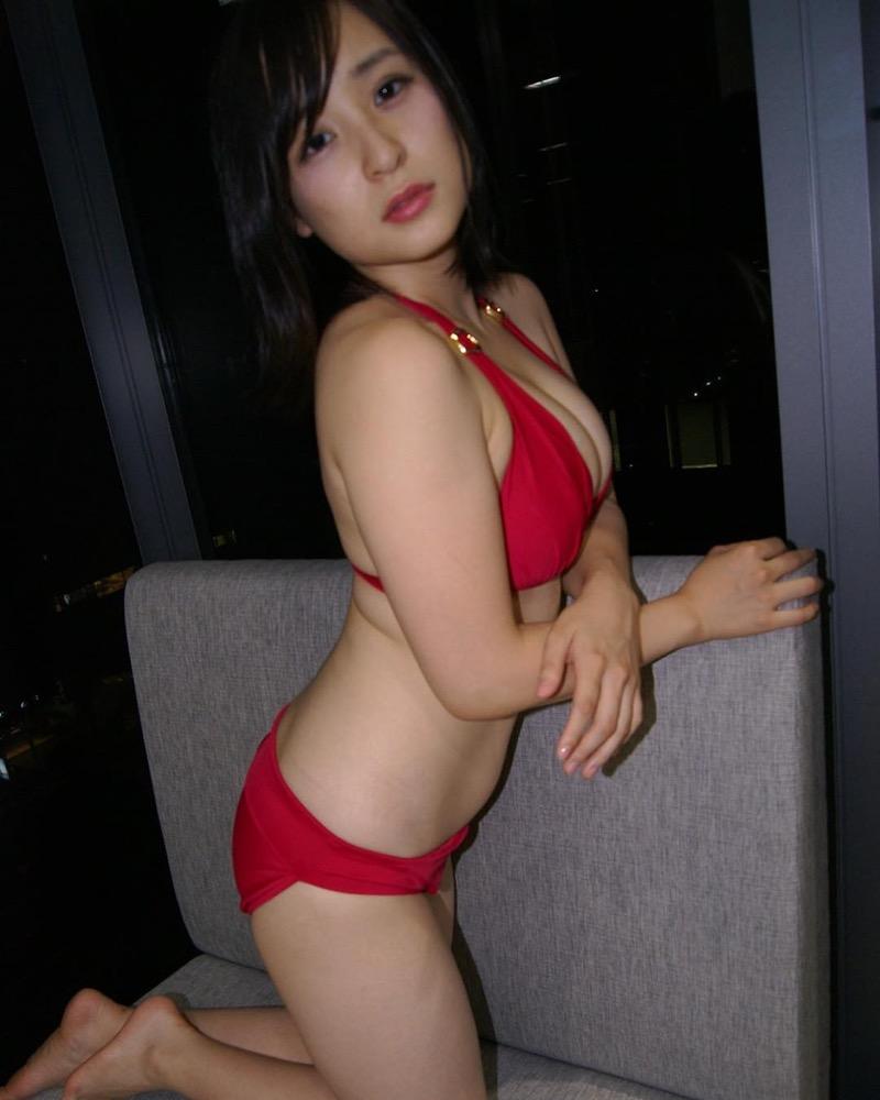 【赤水着を着た美女画像】新年からおめでたい感じの赤水着を着た美女エロ画像 34