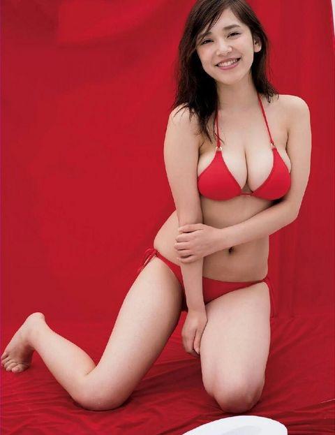 【赤水着を着た美女画像】新年からおめでたい感じの赤水着を着た美女エロ画像 36