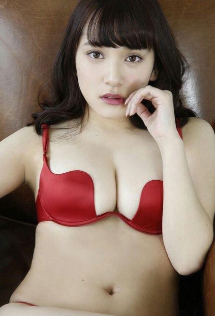 【赤水着を着た美女画像】新年からおめでたい感じの赤水着を着た美女エロ画像 37