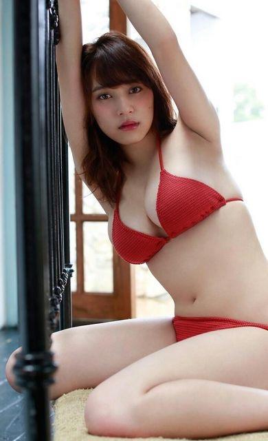 【赤水着を着た美女画像】新年からおめでたい感じの赤水着を着た美女エロ画像 38