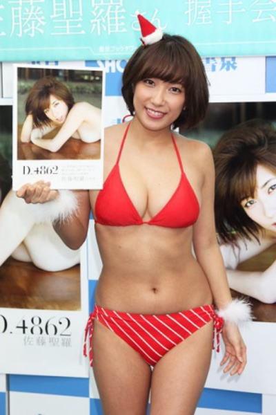 【赤水着を着た美女画像】新年からおめでたい感じの赤水着を着た美女エロ画像 49