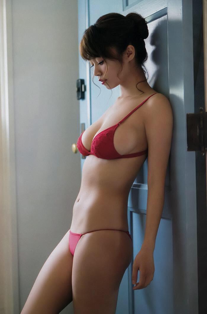 【赤水着を着た美女画像】新年からおめでたい感じの赤水着を着た美女エロ画像 63